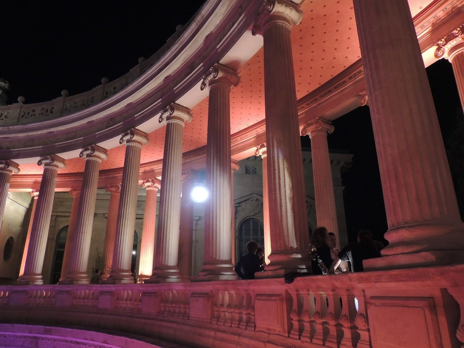 the columns line of the Palais longchamp at night