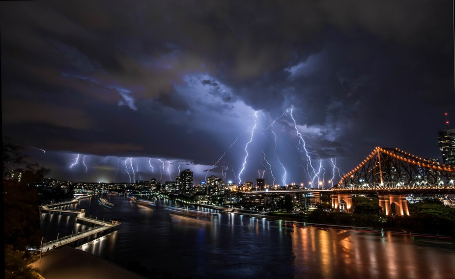 the storm rolled in with fury, yet the city stops for noone