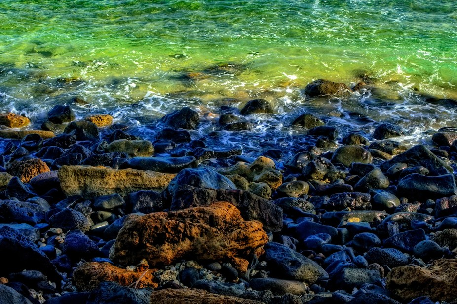 Photo of a stony beach front on the North Shore of Oahu, Hawaii