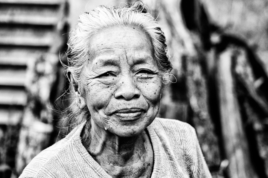We met this lady while looking at an abandoned house in Central Bali in 2015. Still hoping the ho...