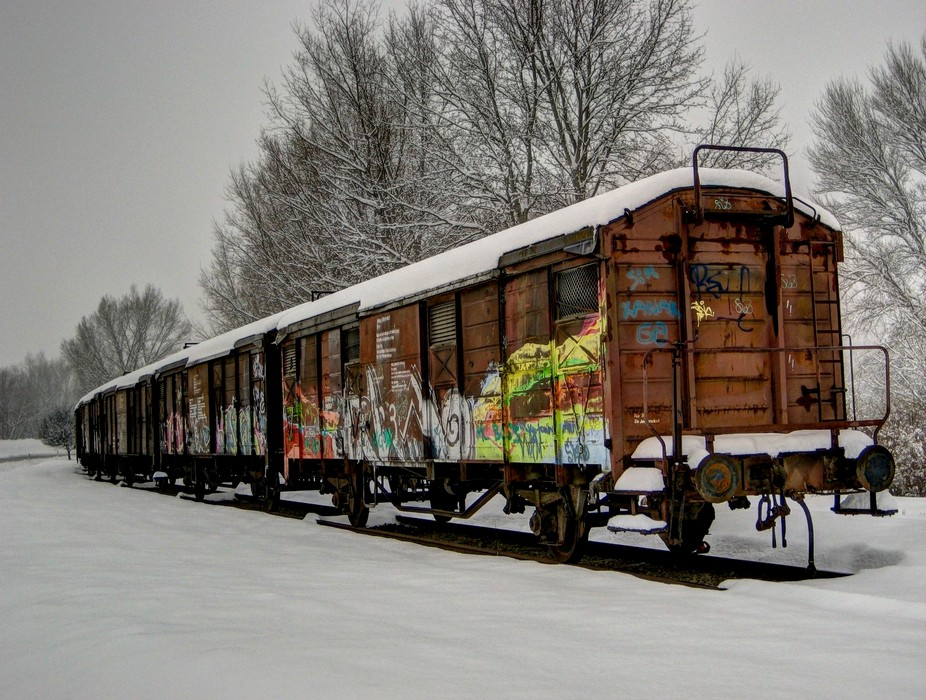 This was a hard winter in Austria - i found this wagons ....