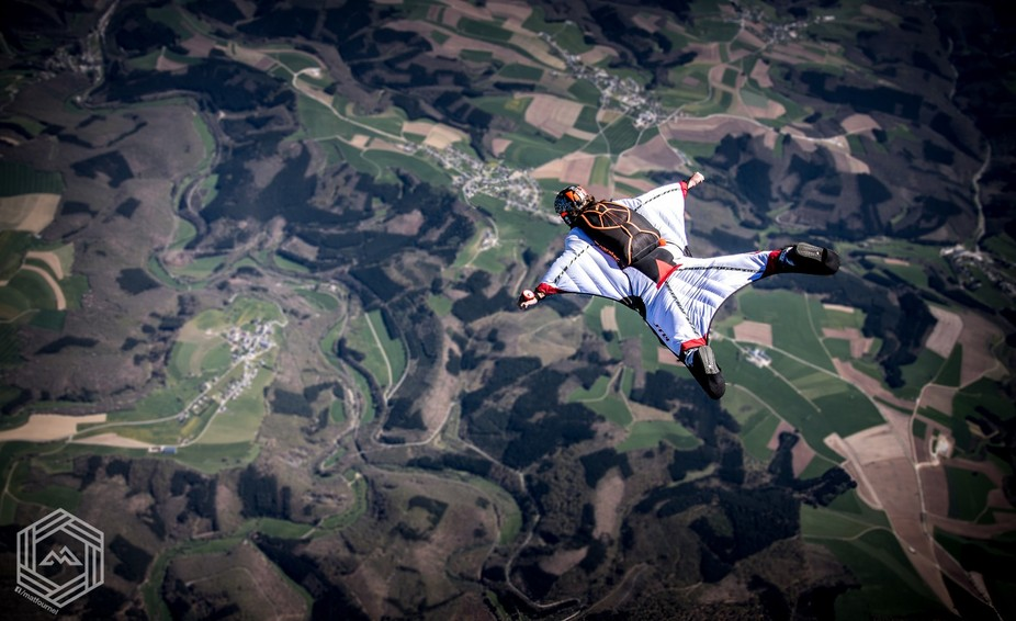 Teaching someone how to fly a wingsuit