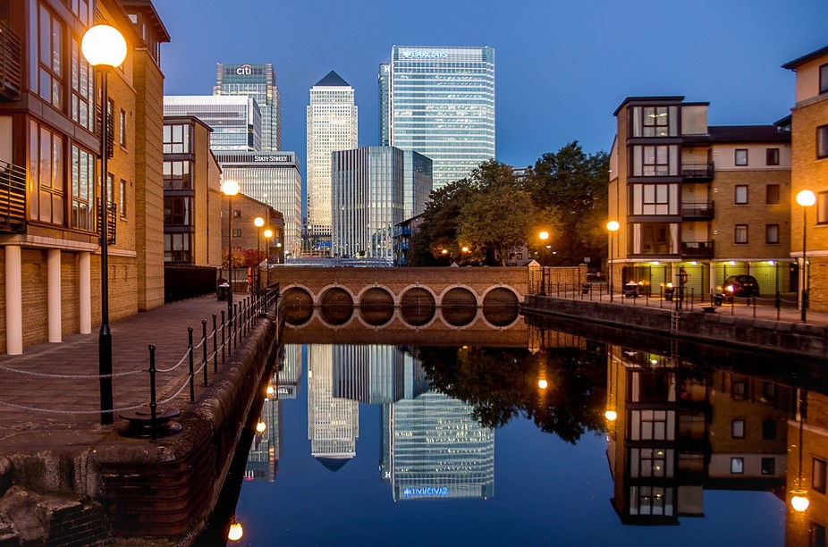 This morning I made an hour long trip to Canary wharf hoping to get a sunrise picture of the Mill...