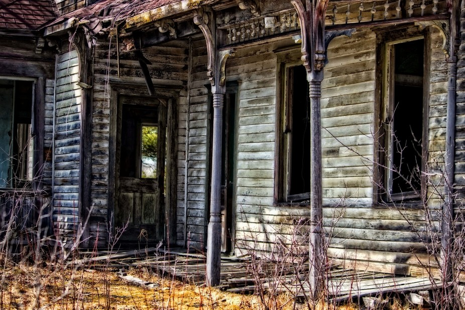 A very old and weathered and worn farm house out in the country of Wisconsin. Done in a slight HD...