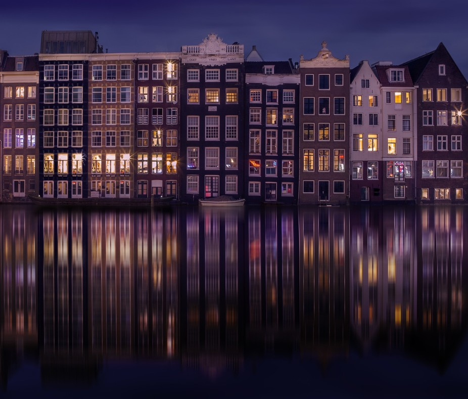 Gorgeous Amsterdam at night.