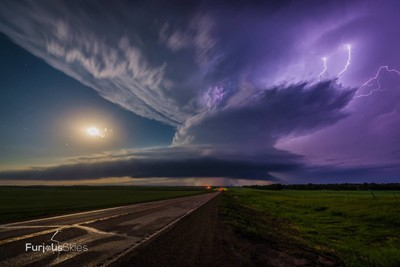 Flasher Supercell and Full Moon