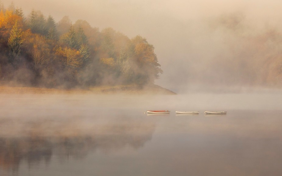 Misty morning on Ladybower Reservoir. The three boats lined up well.